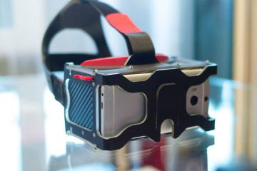 Vrizzmo: Virtual Reality Headset for Smartphones
