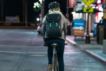 SEIL Bag with LED Display Keeps Cyclists Visible