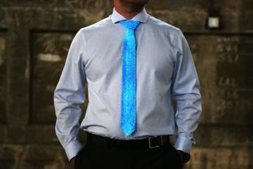 Glow Tie: Glows In the Dark
