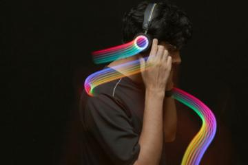 DIY: Bluetooth Controlled LED Headphones