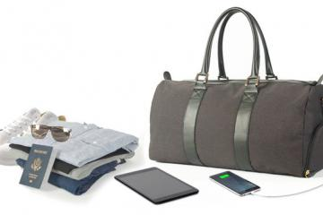 Emery & Oak Bag with Smartphone Charger