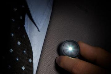 Wearable Magnetic Lamp Keeps You Visible