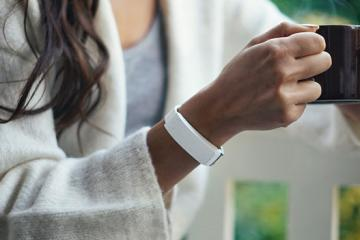 HEY Bracelet Lets You Send Touches to Others