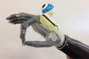 Bionic Hand with Camera Sees Objects
