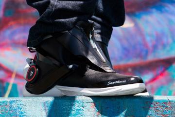 Digitsole Smartshoe: Auto-lacing Smart Sneakers
