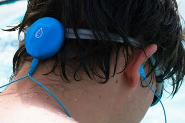 Waterfi Swimcast: Music Player for Swimmers
