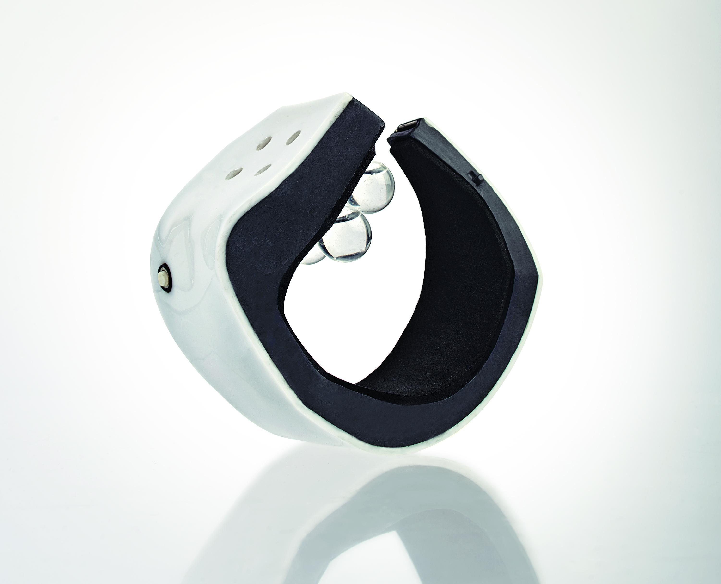 Smartwatch Tells Time with Scent