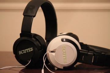 Scutes: Turn Your Earphones to Headphones