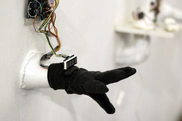 Student Invents Smart Glove That Translates Sign Language To Text and Speech