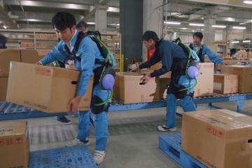Panasonic Assist Robot Lets You Lift Heavy Objects