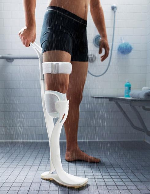 Lytra-Prosthetic-Leg-for-Showering
