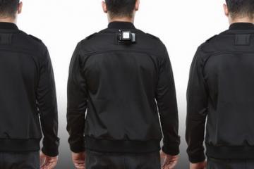 Captr Jacket: Smartphone Jacket for Hands-free Recording