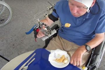 Brain Controlled Exoskeleton Hand Developed for quadriplegics