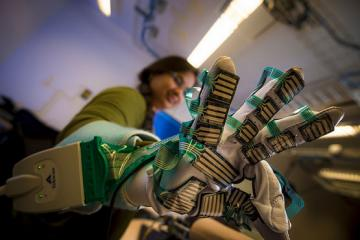 Sensor-filled Glove Helps Doctors Perform Physical Exams