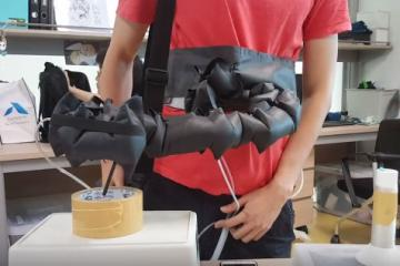 This Soft Wearable Robotic Arm Can Grasp Various Objects