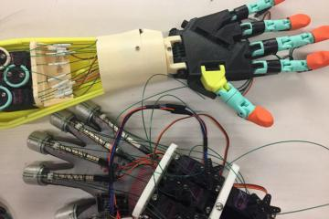 Haphand: Sensor Controlled Robotic Hand with Haptic Feedback
