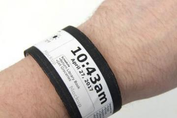 DIY: Flexible Smartwatch with E-ink Display & Sensors
