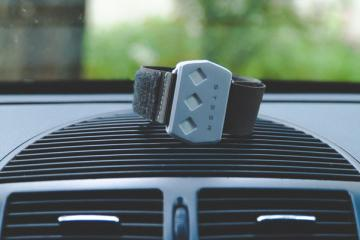 Steer Wearable Bracelet Stops Drowsy Driving with Vibration, Shock