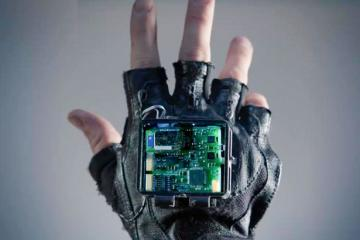 Researchers Build a Vibrating Glove to Treat Stroke Symptoms